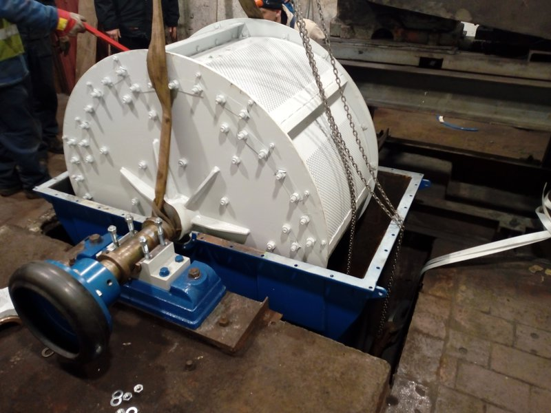 Sieve mill and roller crusher
